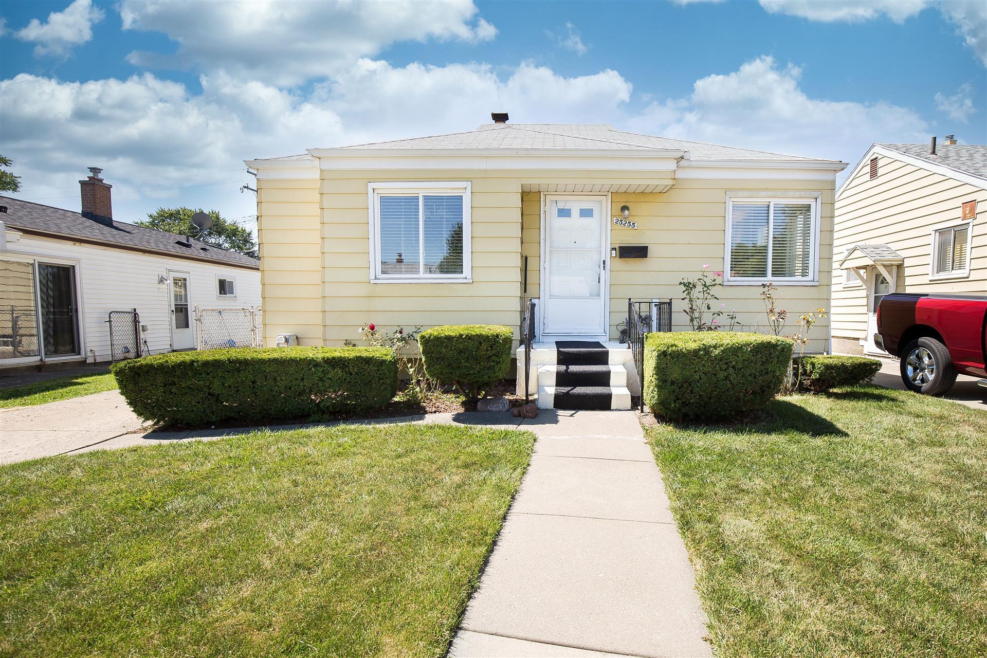 FOR SALE – Commercial Property – 25985 Groesbeck Hwy in Warren $350,000